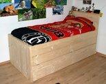 Steigerhouten-bed-met-onderschuifbed