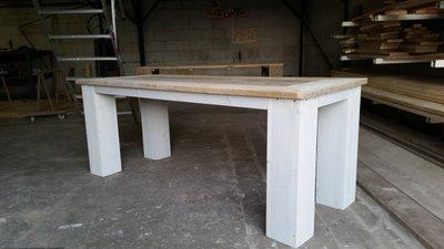 Steigerhouten tafel met blokpoten en white wash onderstel